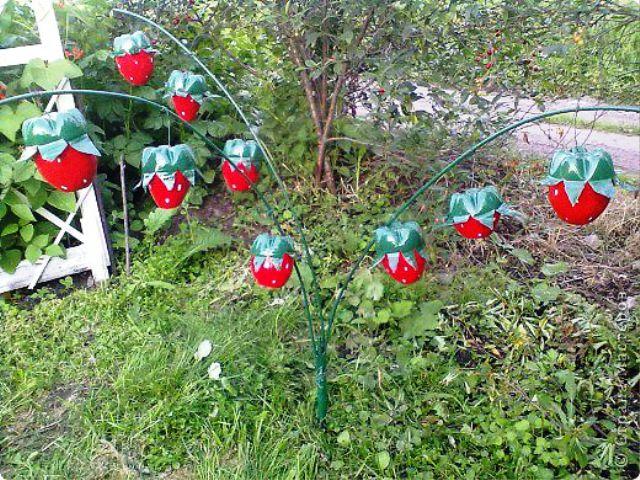 Фото как украсить садовый участок своими руками из подручных материалов 200