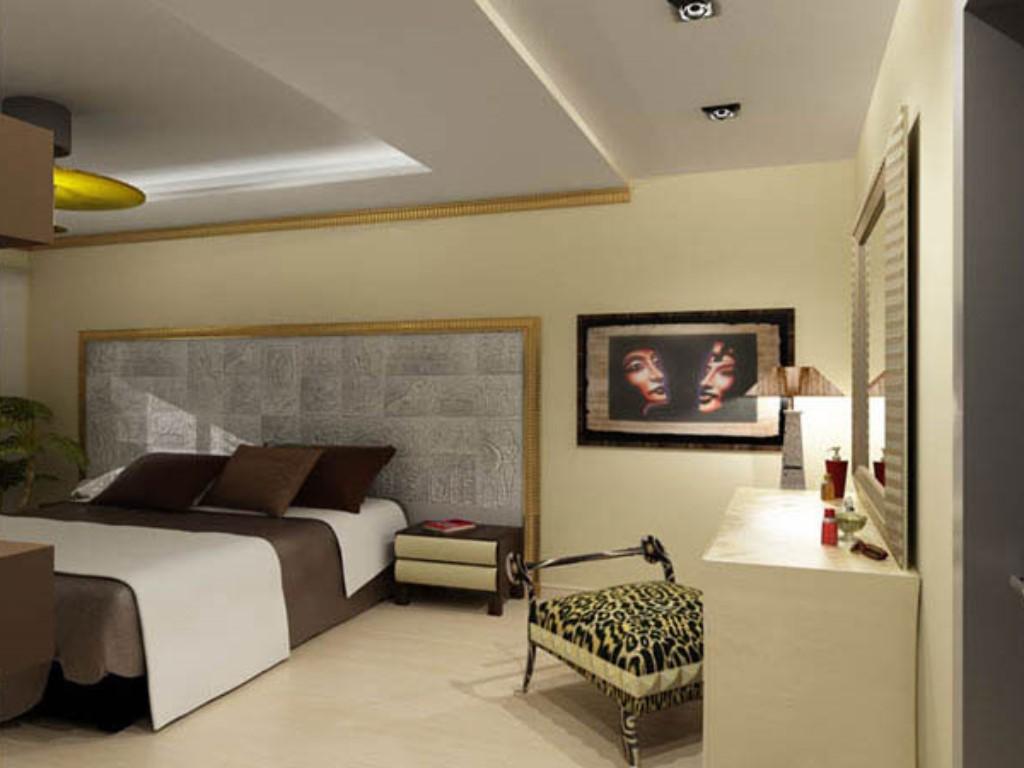 Спальни в мансарде с балконом, эркером, нишей, фото.