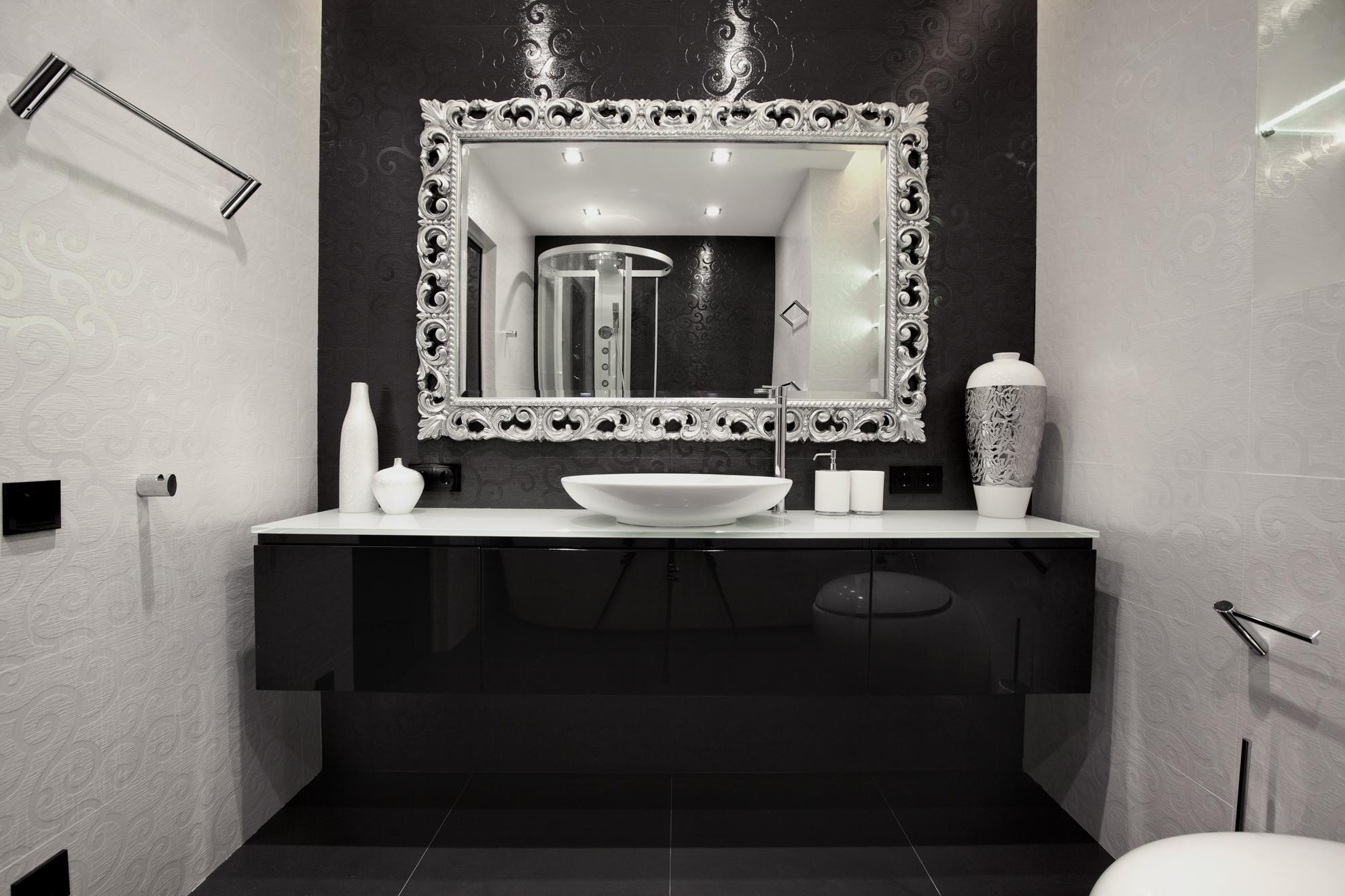 интерьер ванной комнаты черно-белых тонах