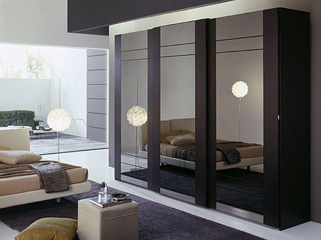 Шкаф-купе в спальню (42 фото): встроенный, угловой, зеркальн.