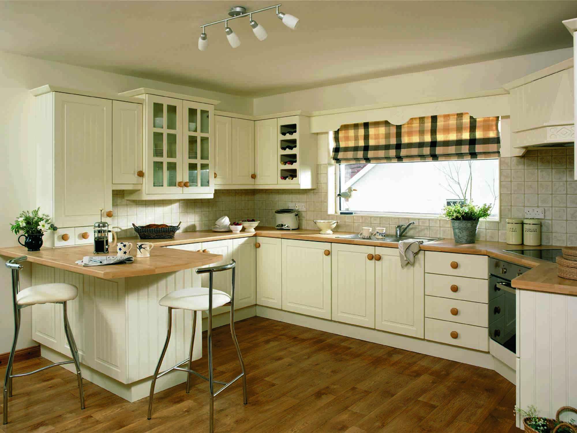 Интерьер и дизайн кухни с двумя окнами: большие и ...