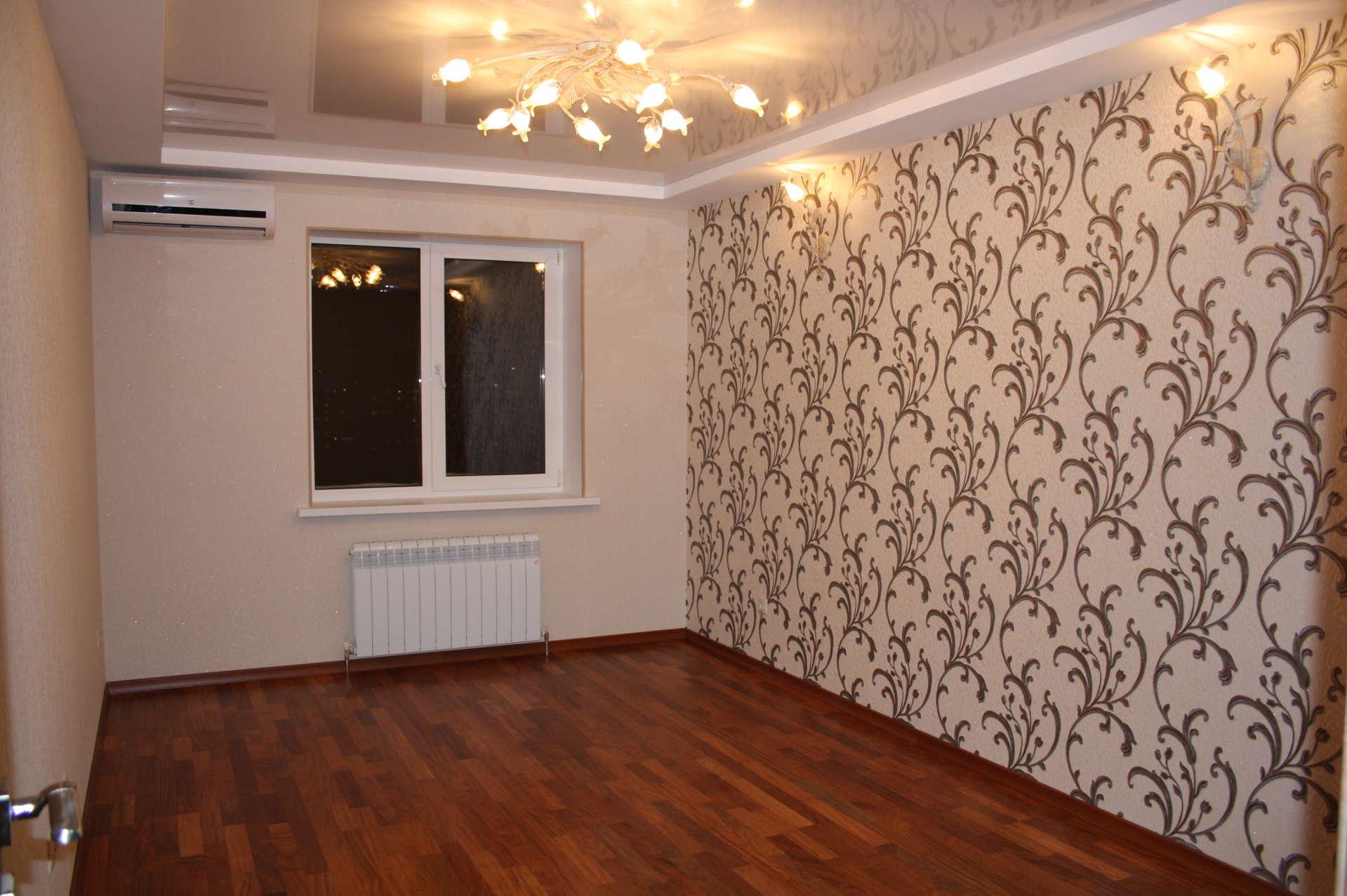 комбинированные обои в зал в квартире фото