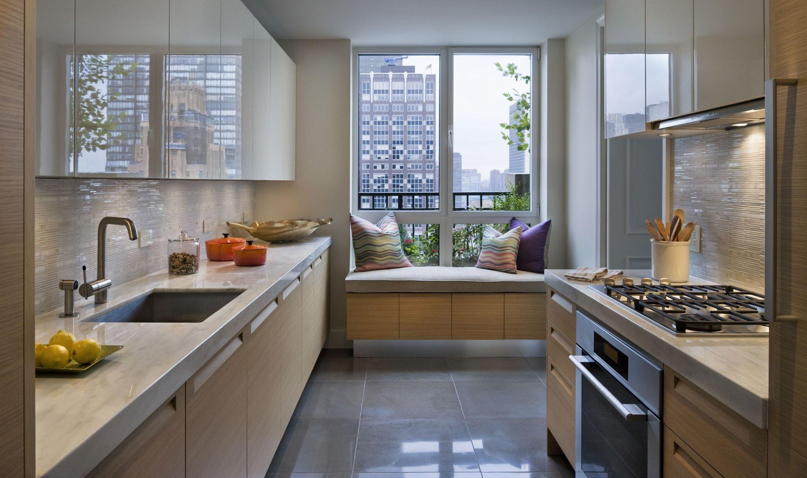 Маленькая кухня. - узкие кухни фото.