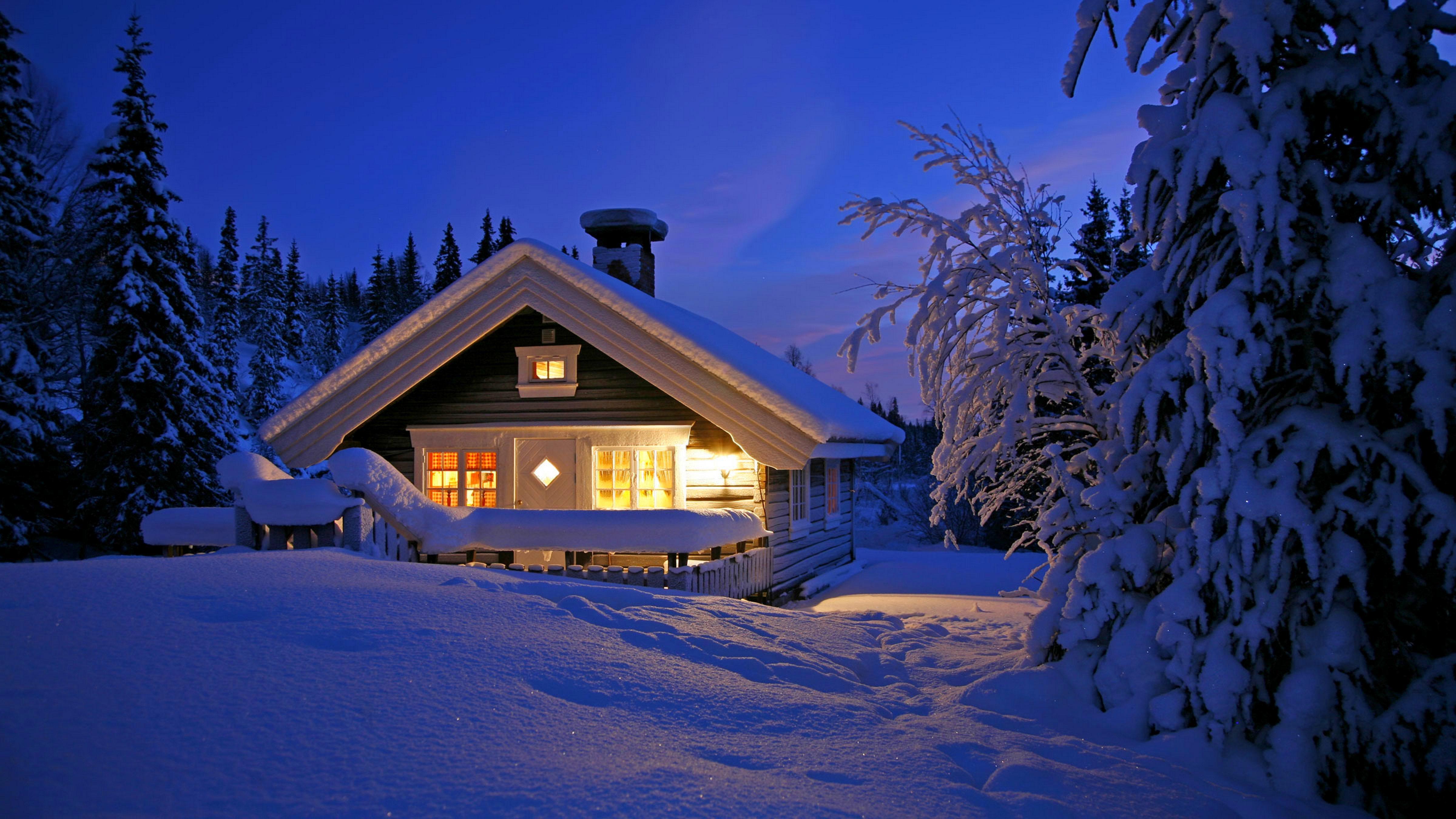 Заснеженный Финский домик бесплатно