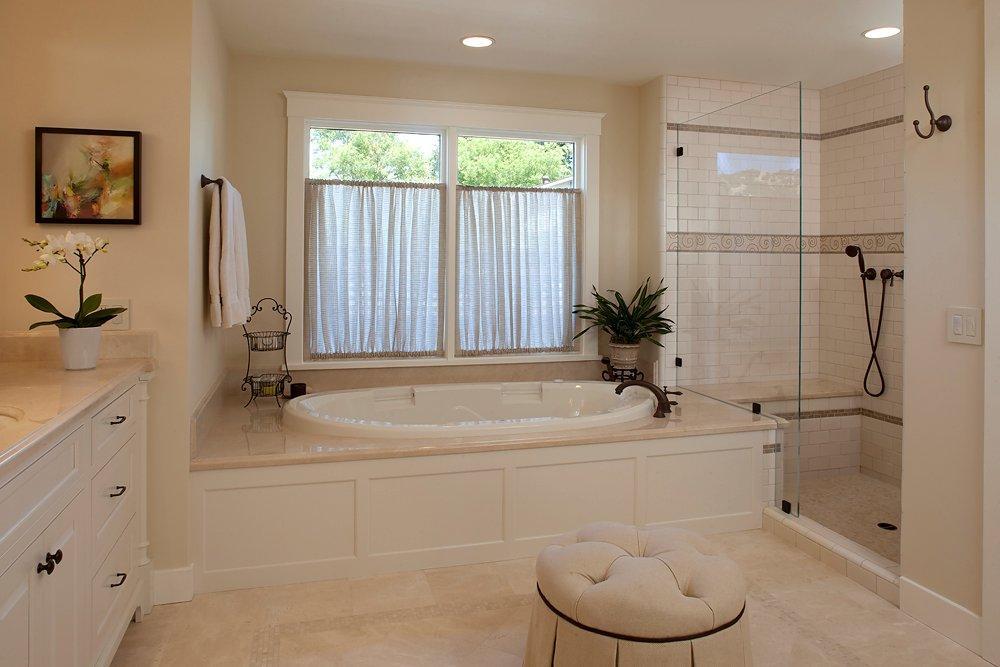 Дизайн ванной комнаты с окном в частном доме + фото.