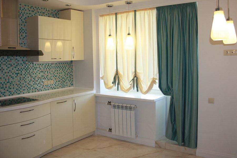 Шторы на кухню с балконной дверью: фото, виды, фасоны, нюанс.