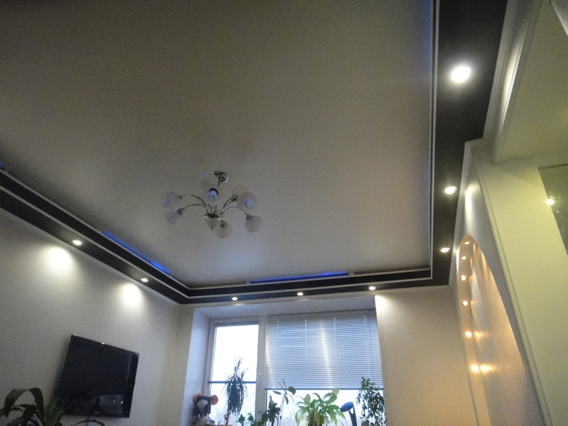 фото натяжные потолки в комнату