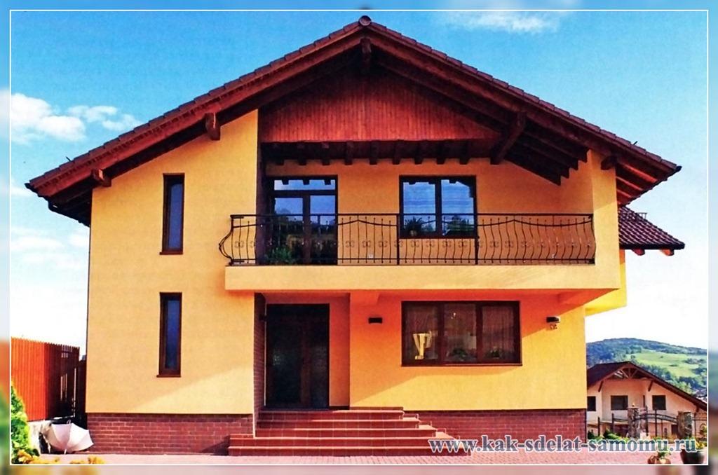 Балконы в доме на втором этаже.
