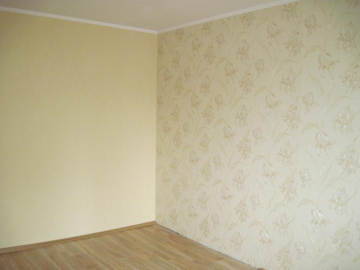Обои комната с цветами