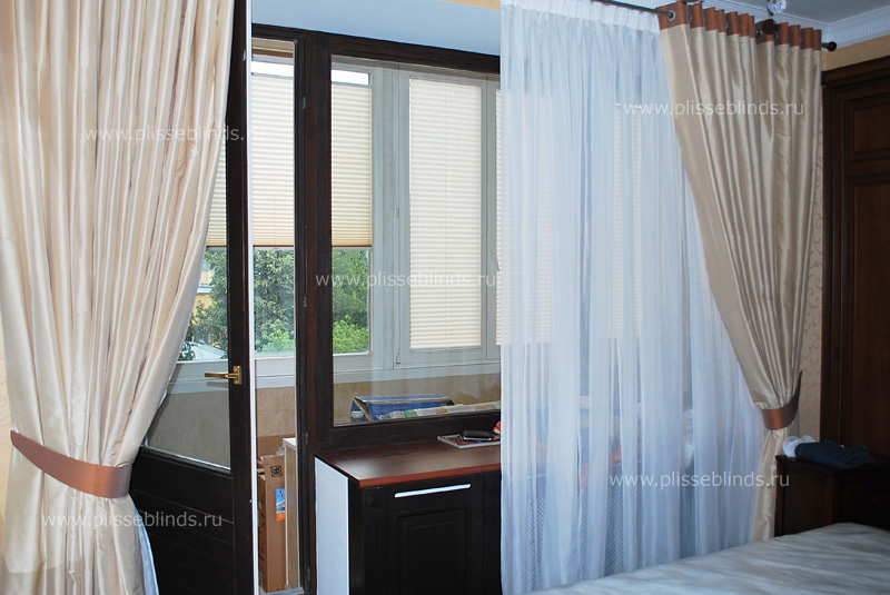 """Шторы в спальню с балконной дверью фото """" картинки и фотогра."""