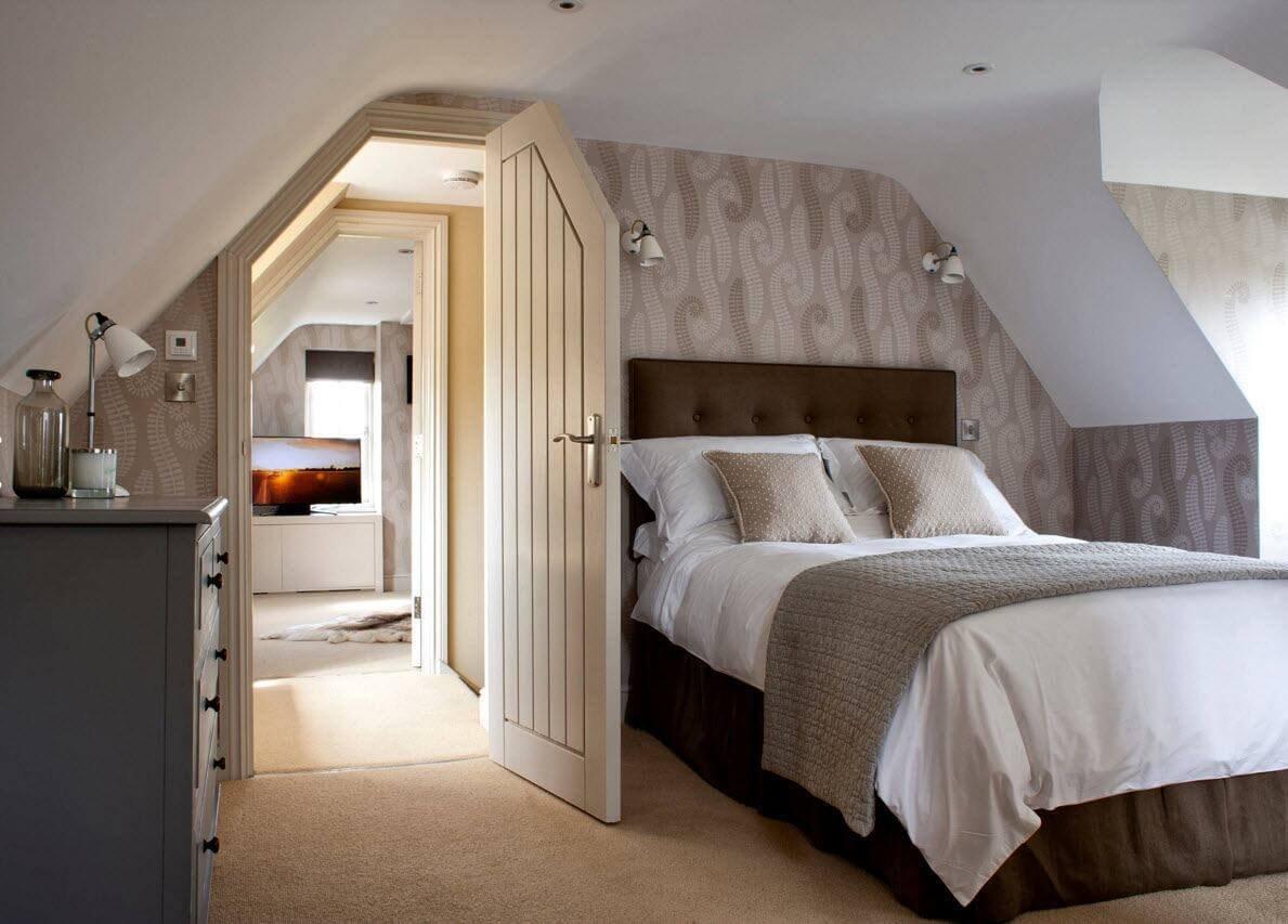 Мансарда - интерьер спальни