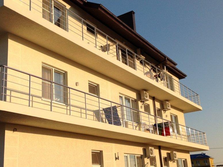 Ограждение балкона — материалы, конструкции перил и варианты покрытий