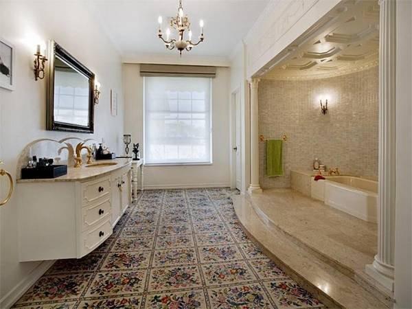 Ванная комната в классическом стиле на современный манер