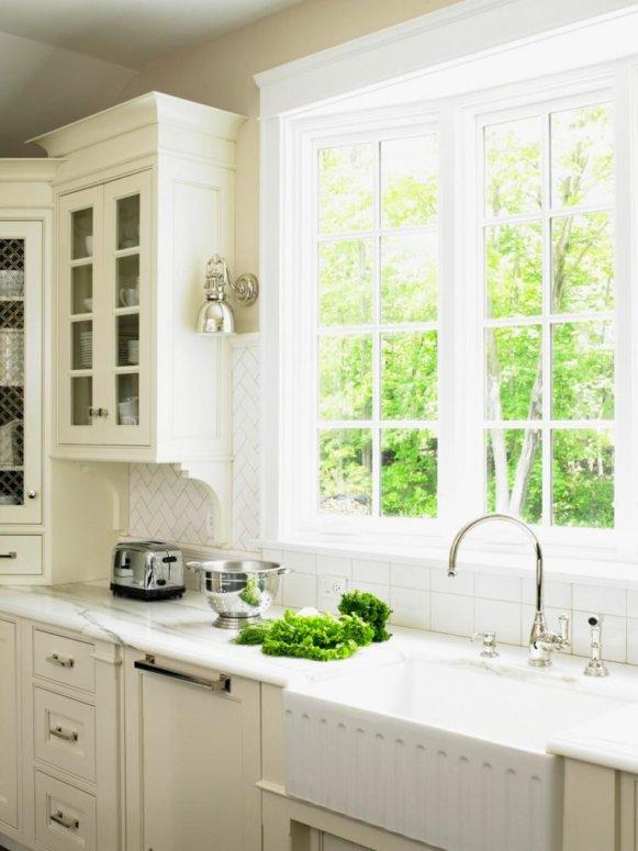 Кухня с мойкой под окном — лучший дизайн кухни в современном стиле
