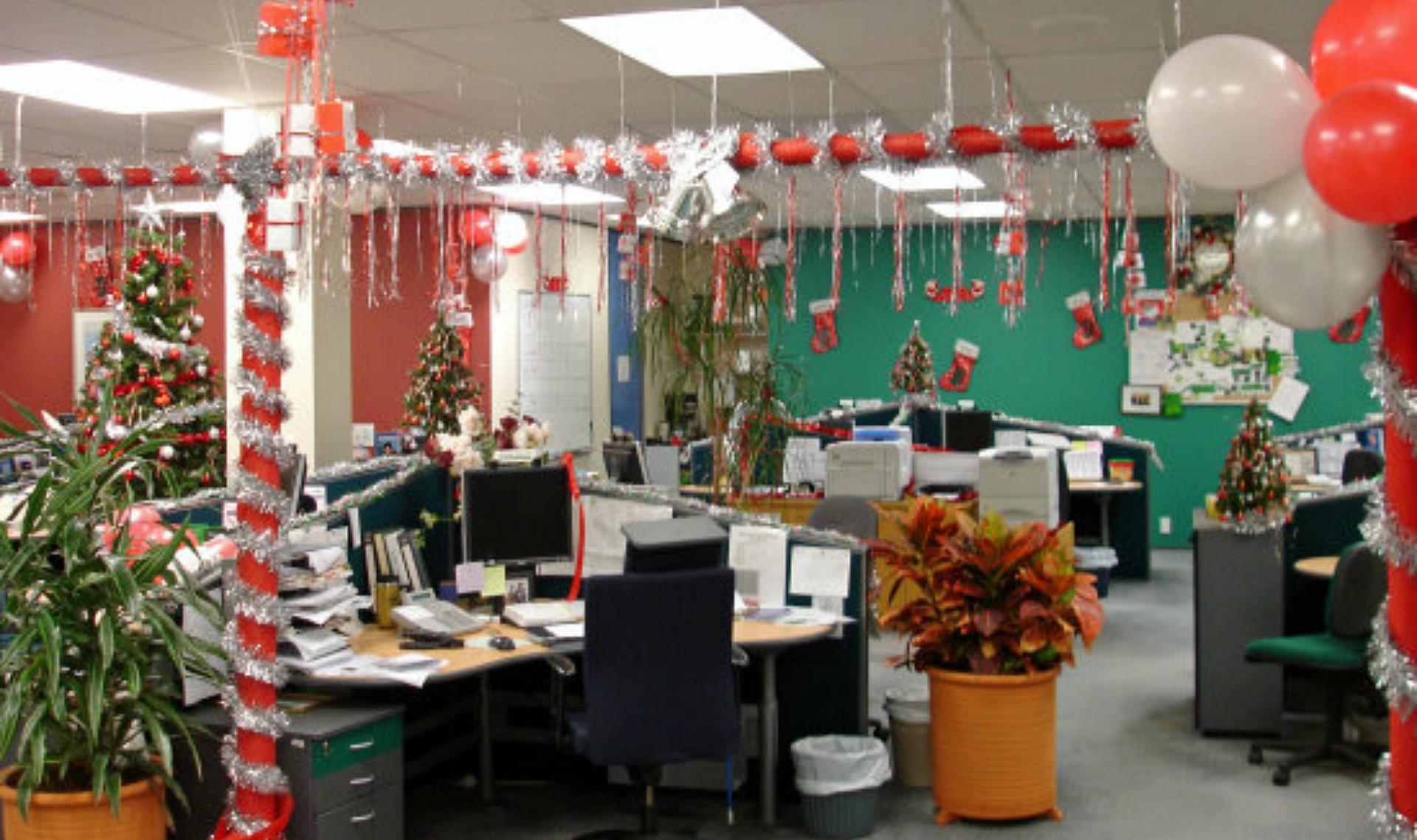Украшения к новому году в офисе