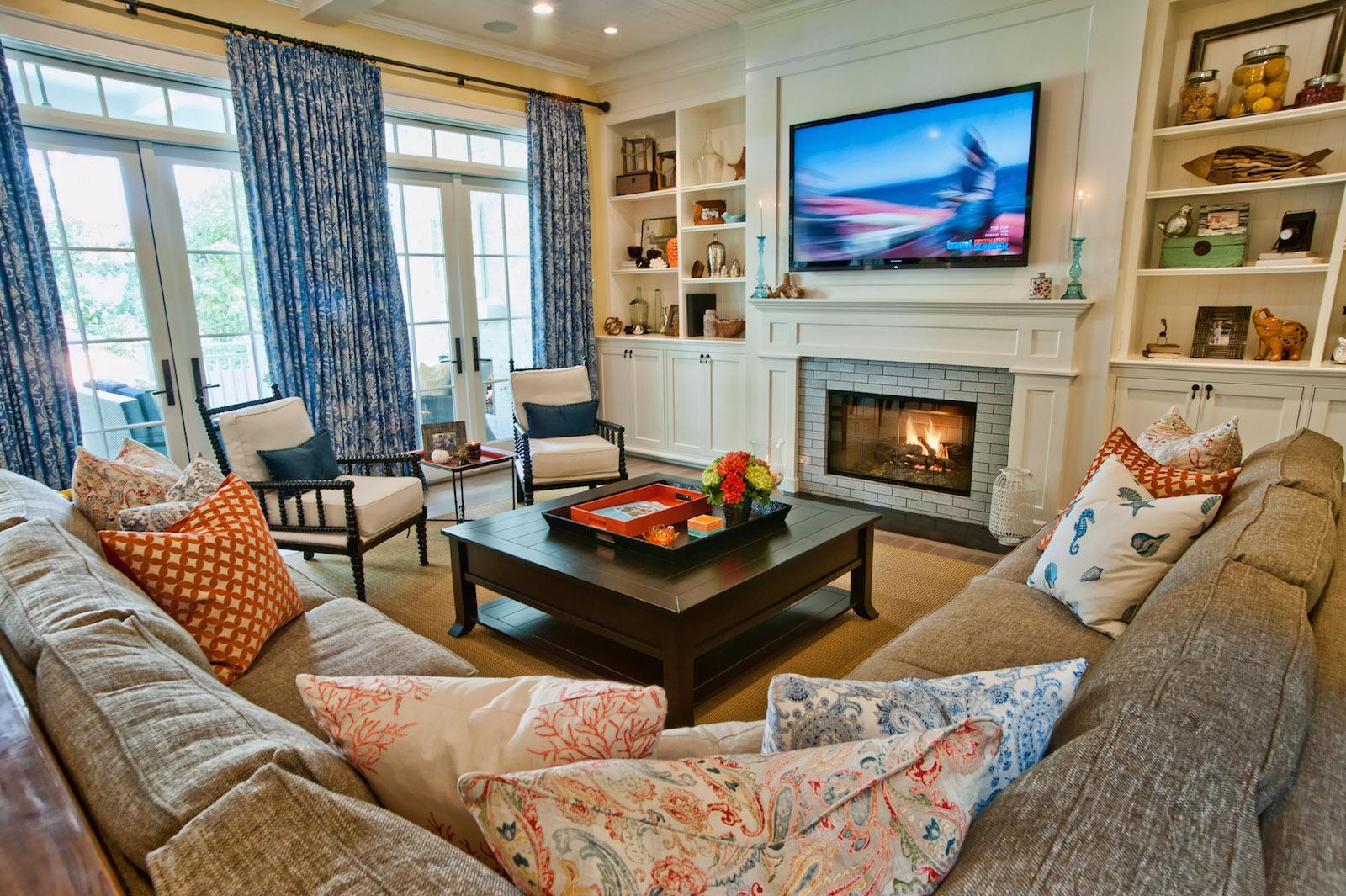 Интерьер гостиных комнат с камином фото