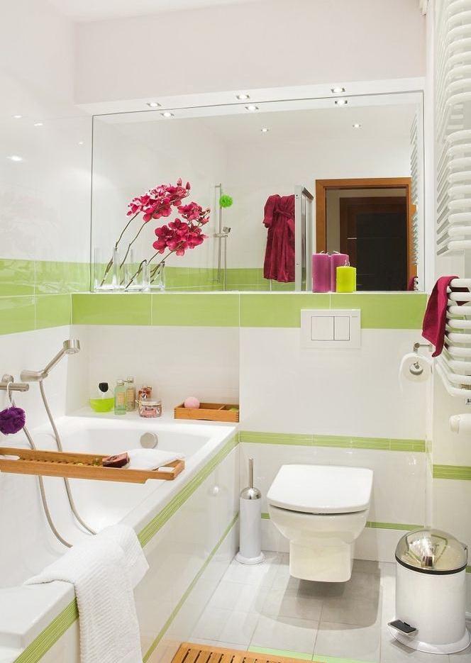 Интерьер ванной и туалета маленького размера фото