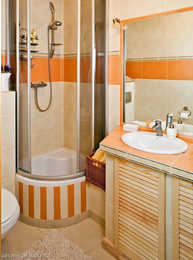 Душевые кабины в интерьере маленькой ванной комнаты фото