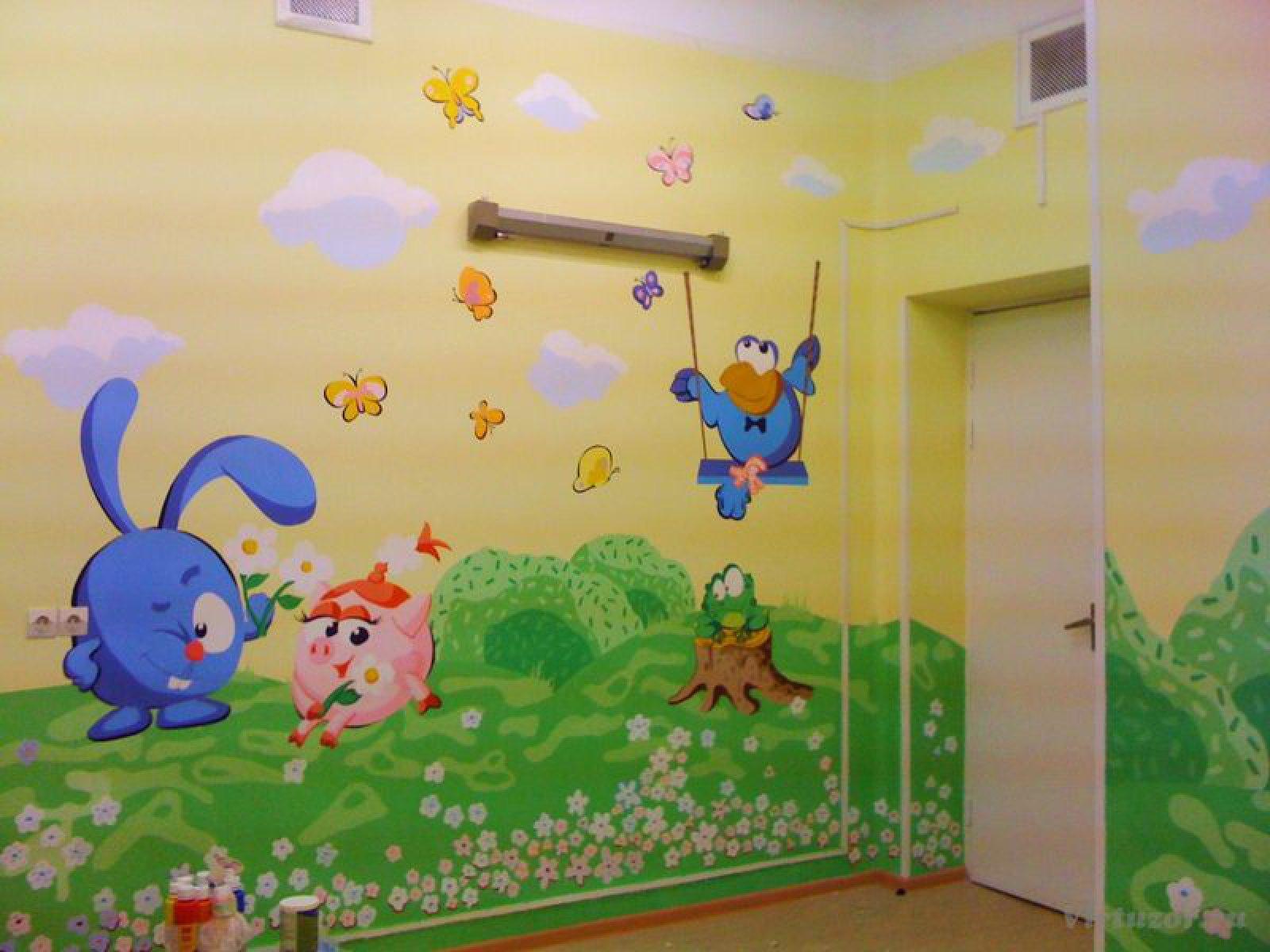 Рисованные стены в детском саду