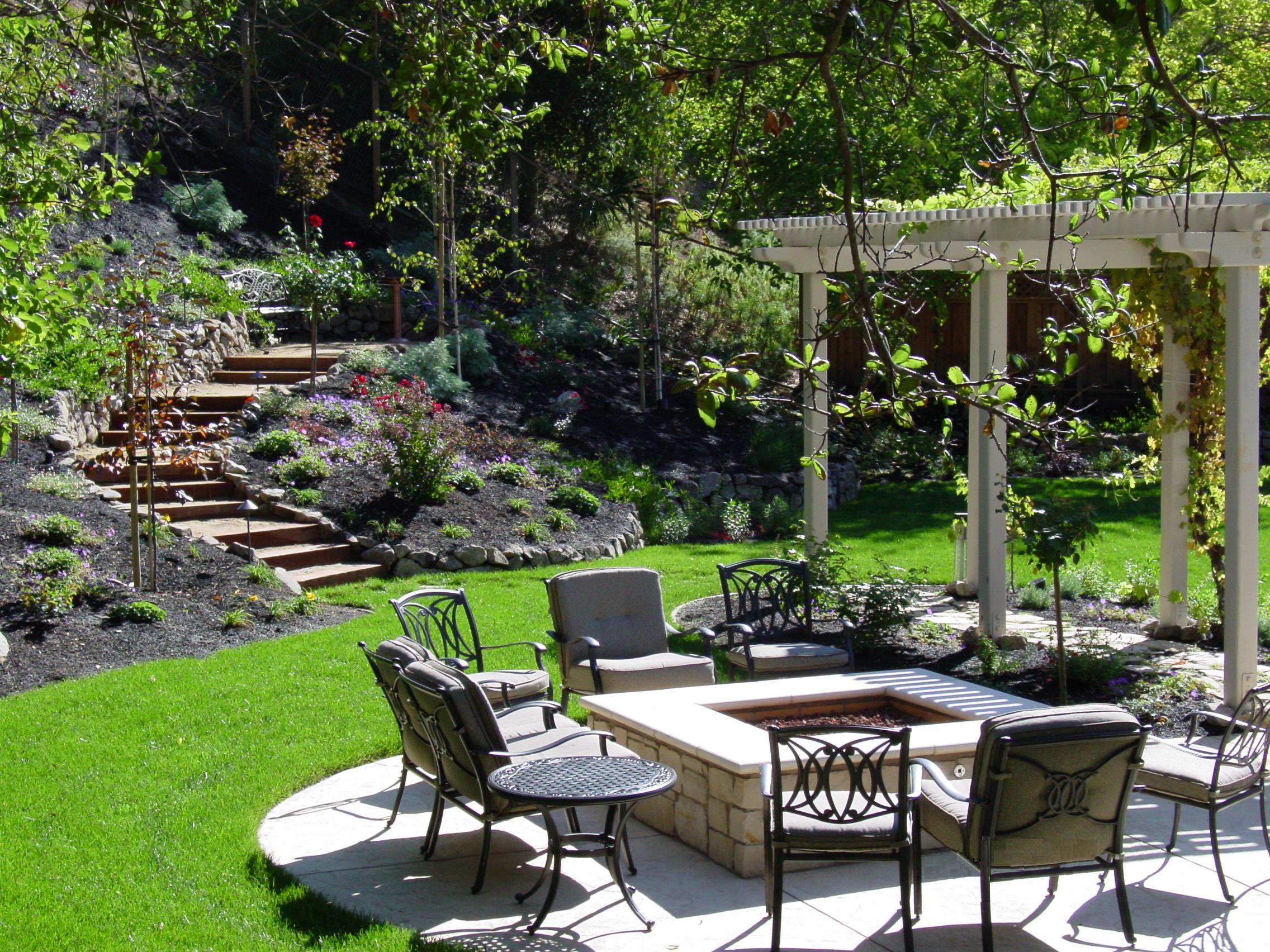 Ландшафтный дизайн маленького двора частного дома своими руками