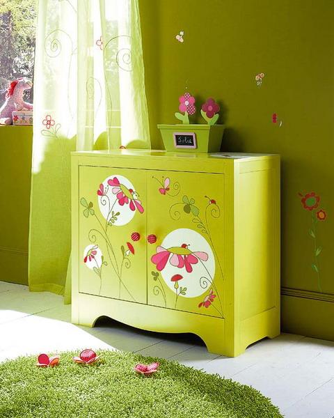 Украсить детскую мебель своими руками