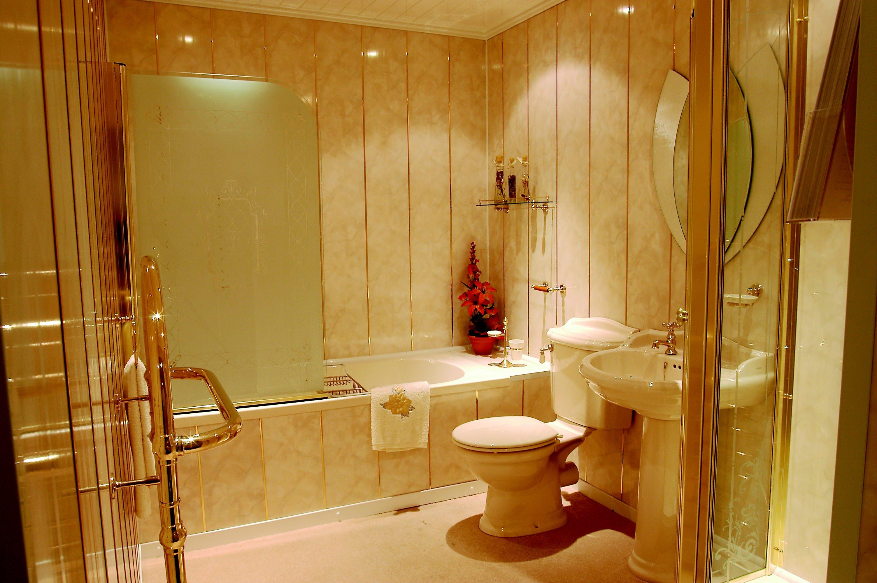 Облицовка стен туалета пластиковыми панелями