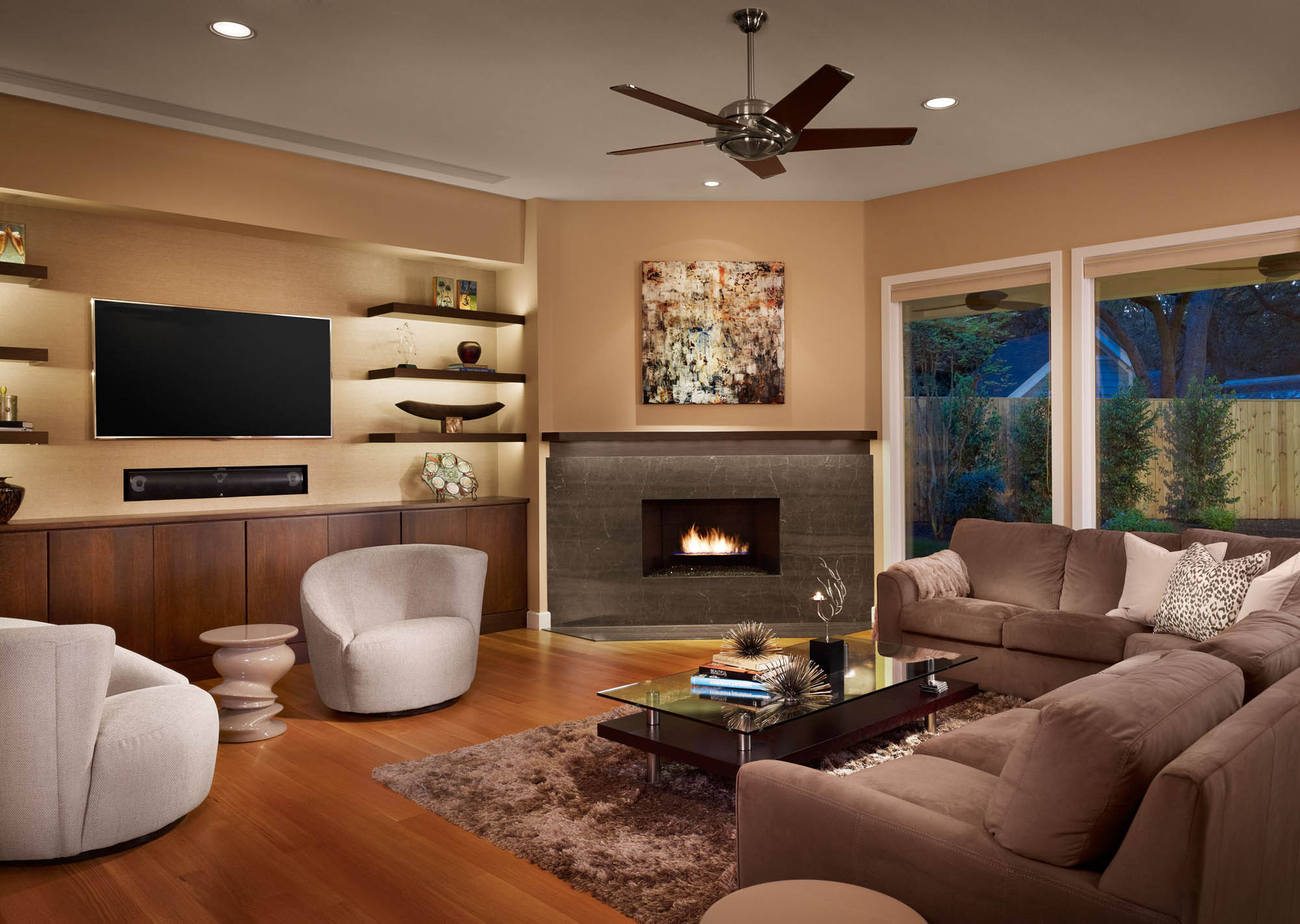 Дизайн камина углового в гостиной