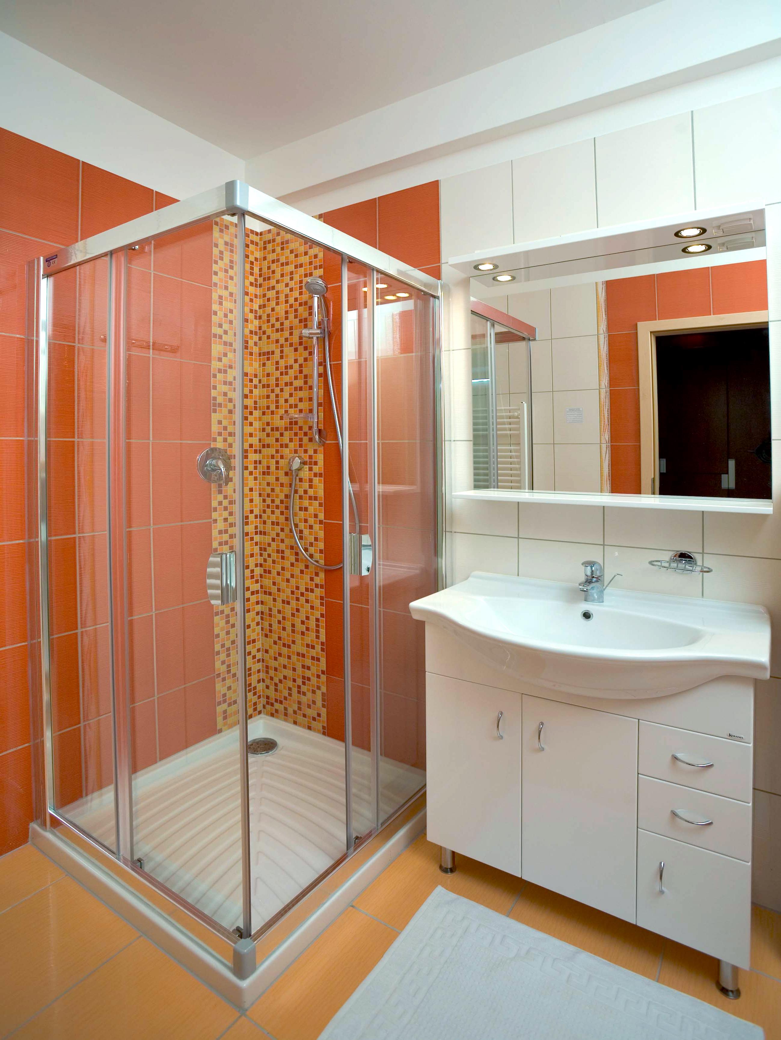 Интерьер ванной комнаты с душевой кабиной фото 3 кв м