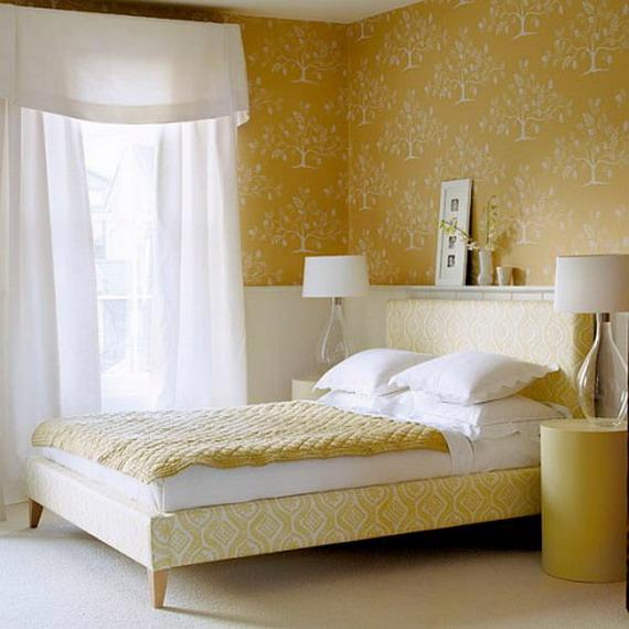 Обои желтого цвета в спальне