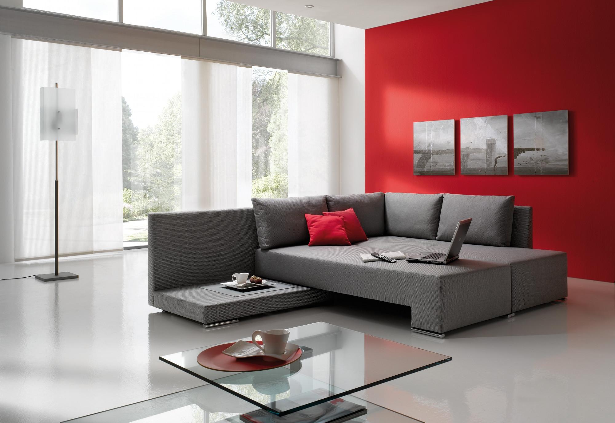 Сочетание красного и серого в интерьере гостиной фото