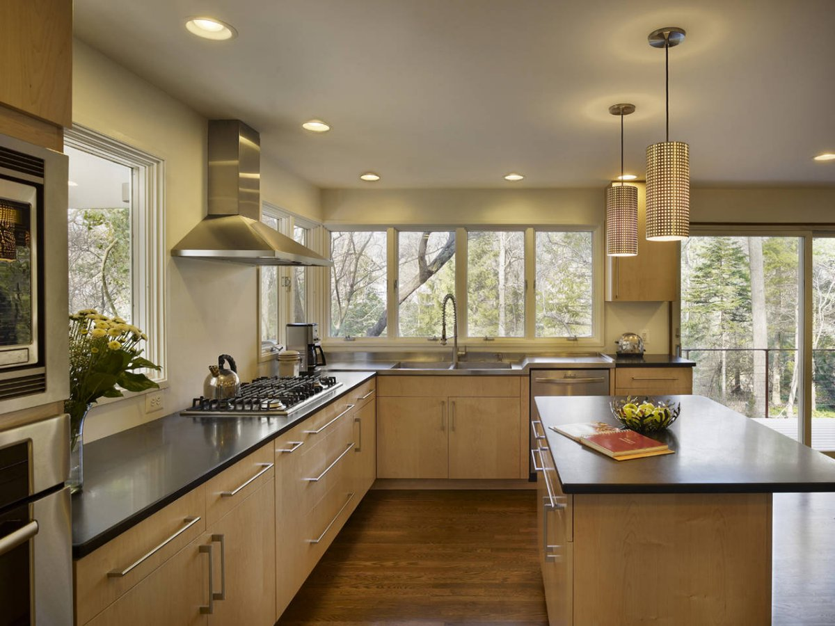 Дизайн кухни большой в частном доме
