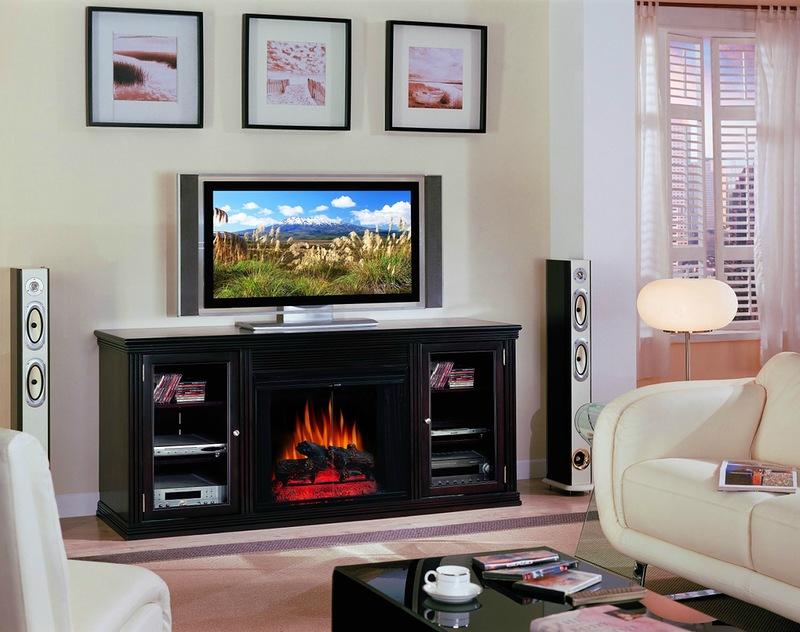 Дизайн комнаты с телевизором и камином