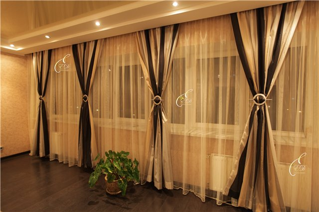 Фото дизайн штор в зал длина 5 метров два окна