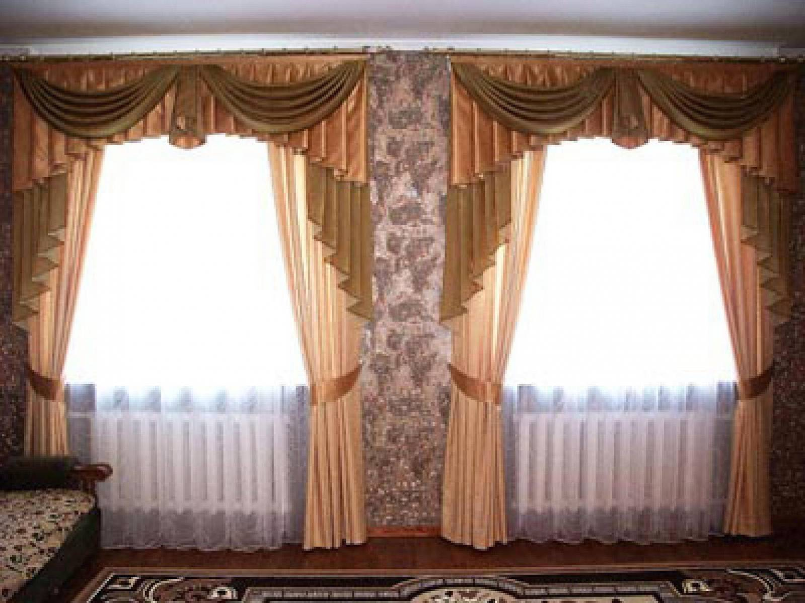 Дизайн штор на два окна для зала