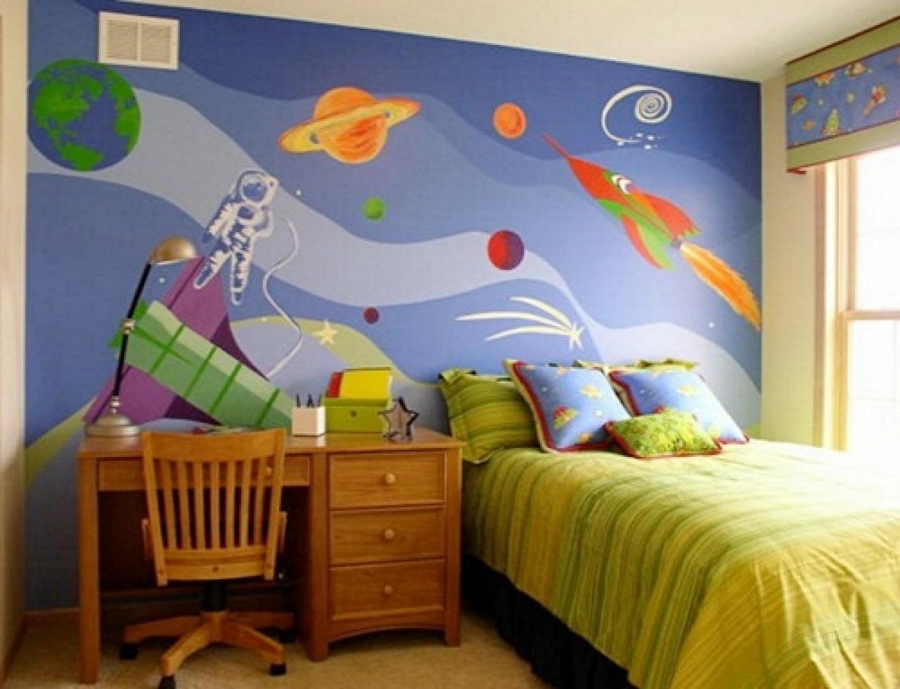 Рисунок на стене в комнате мальчиков