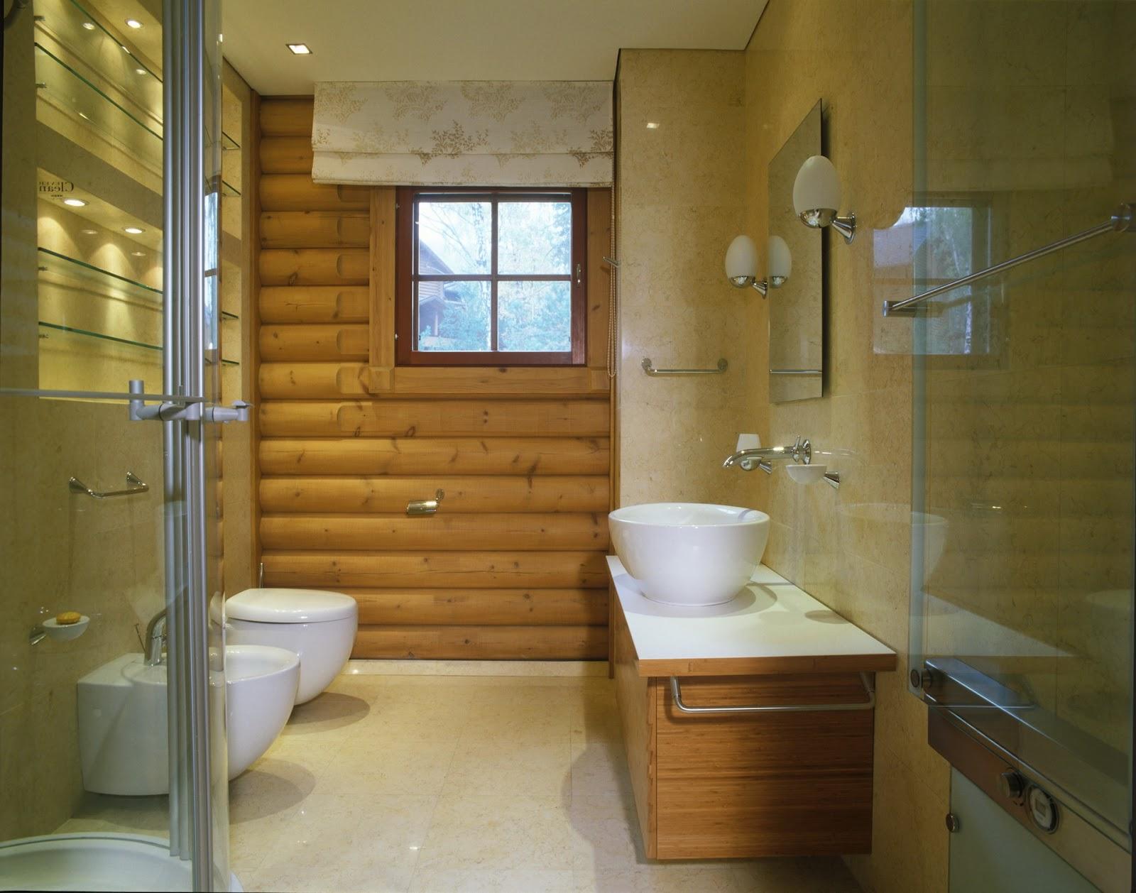Туалет в доме из бруса