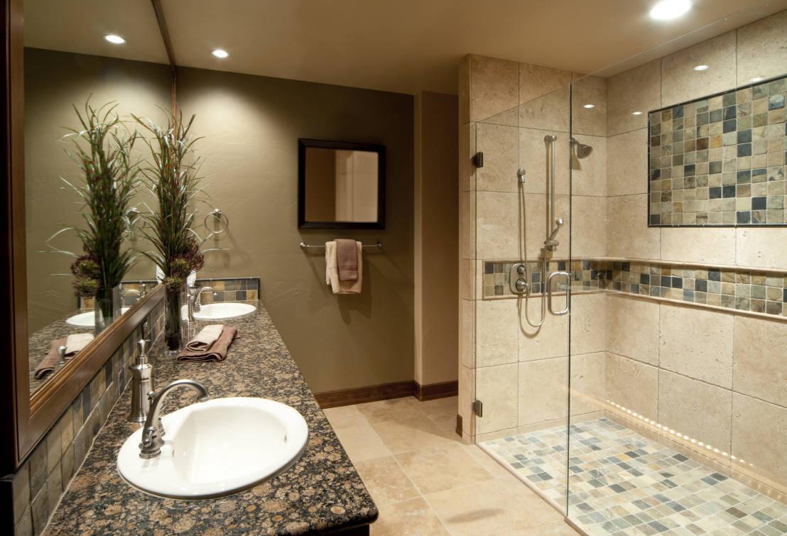Дизайн отделки ванной комнаты плиткой с душевой кабиной