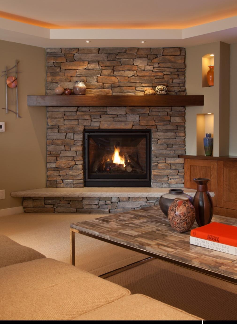Угловые камины в интерьере гостиной фото