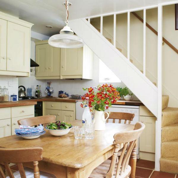 Дизайн кухни с лестницей фото идеи