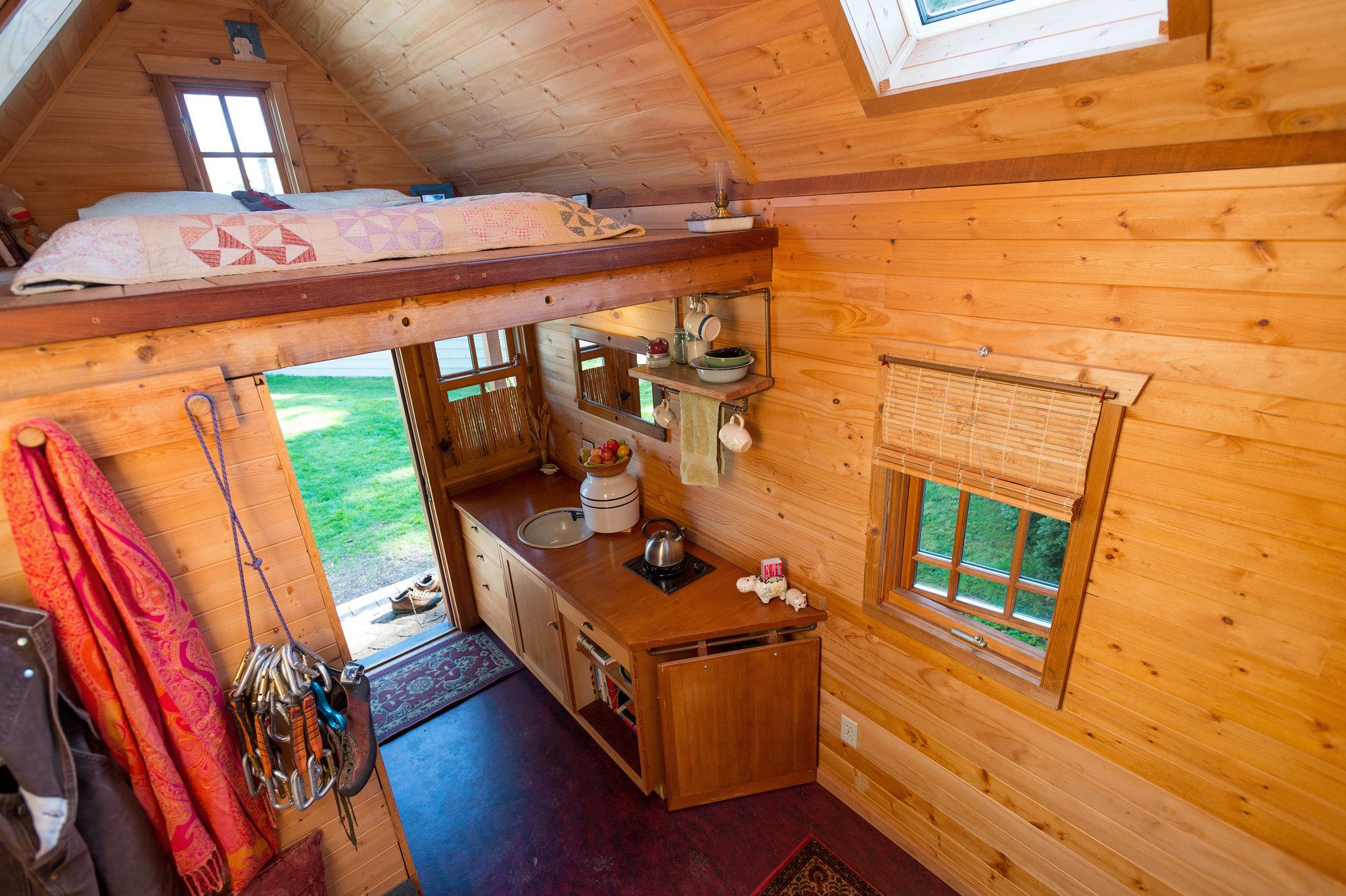 Обустройство маленького дачного домика внутри