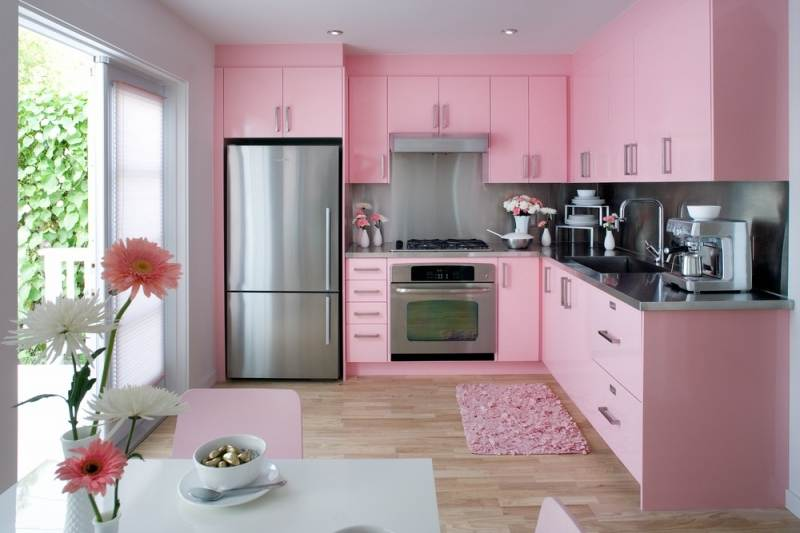 Дизайн кухни розовые