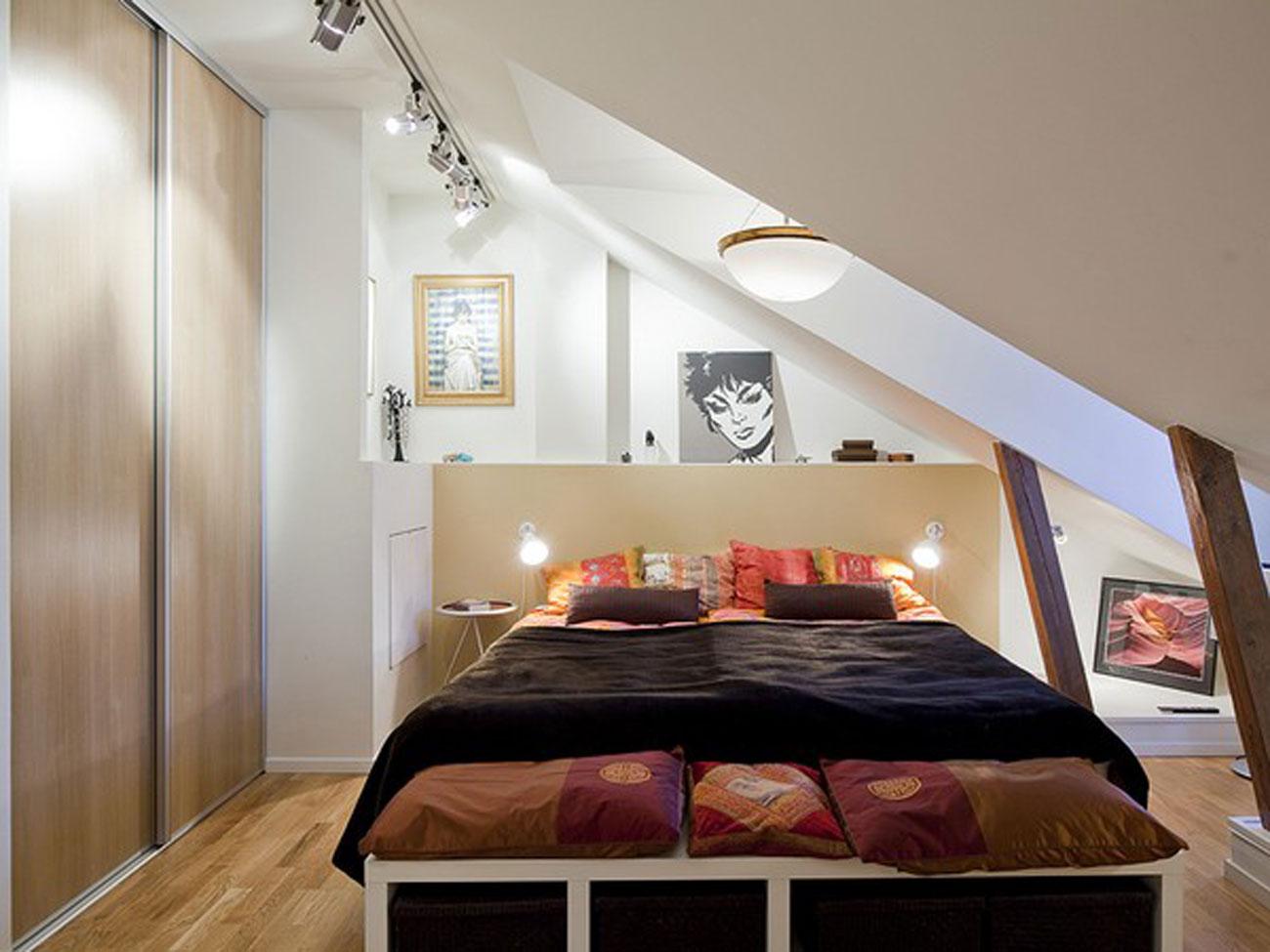 Дизайн идеи спальни мансардной