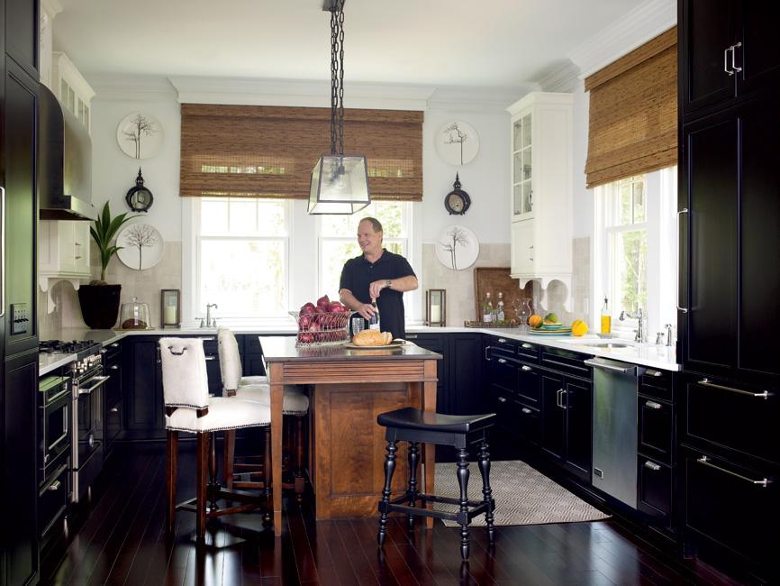 Дизайн кухни с 2 угловыми окнами