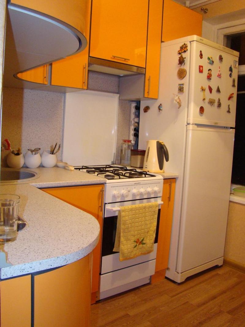 Маленькая кухня 2 кв.м дизайн с холодильником