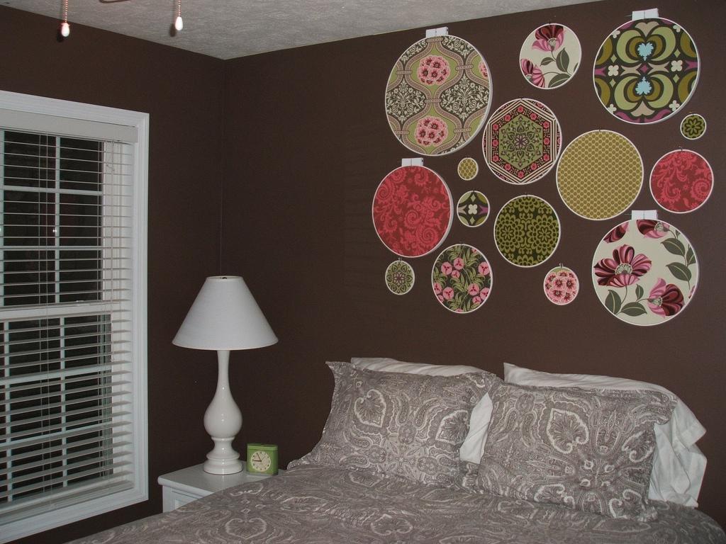 Декорирование стен тканями своими руками