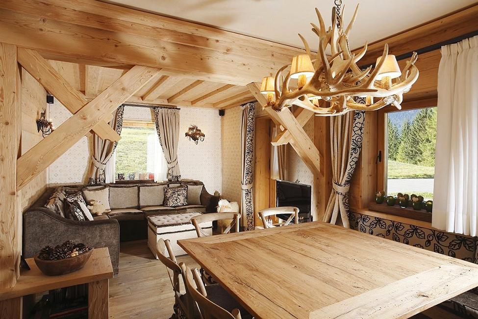 Дизайн люстры в деревянном доме