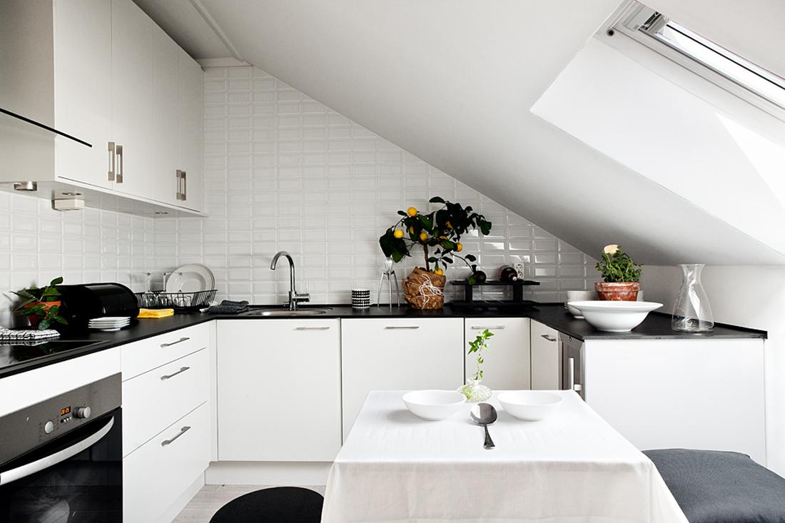 Дизайн маленькая кухня на мансарде