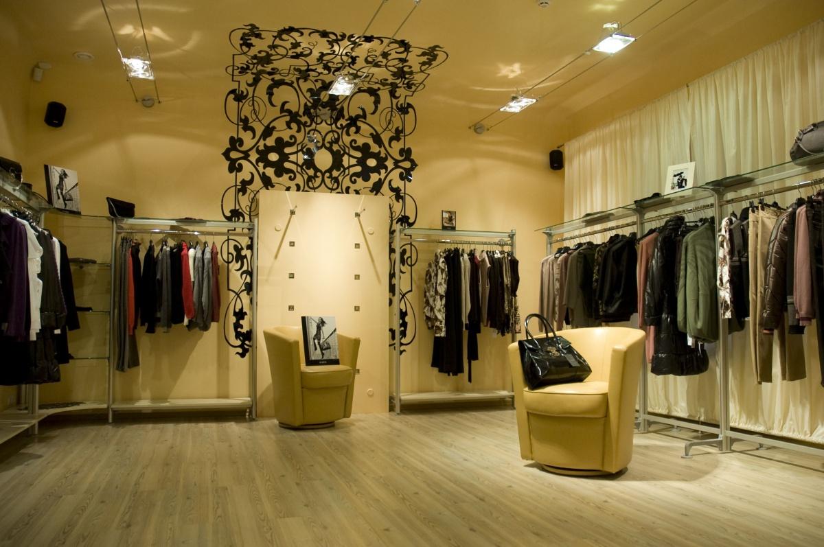 Фото интерьер магазина одежды женской