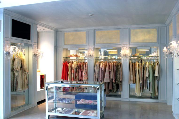 Фото интерьер бутика одежд