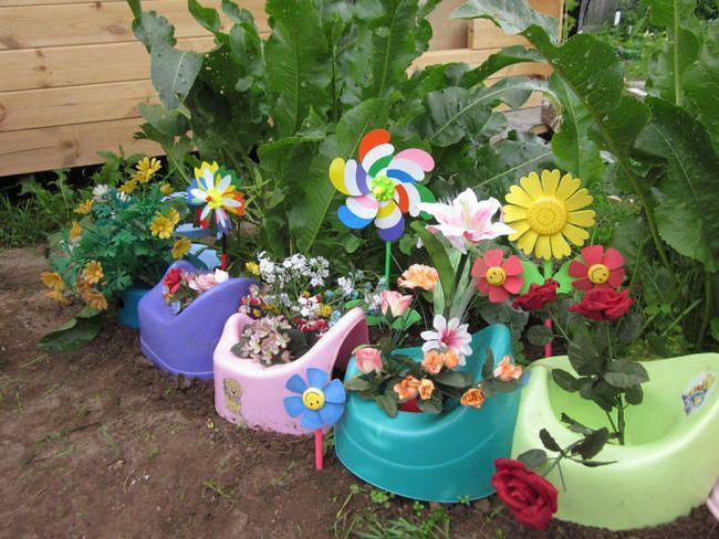 Чем и как украсить садовый участок своими руками